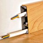 Проводка в плинтусах — открытый способ электромонтажа