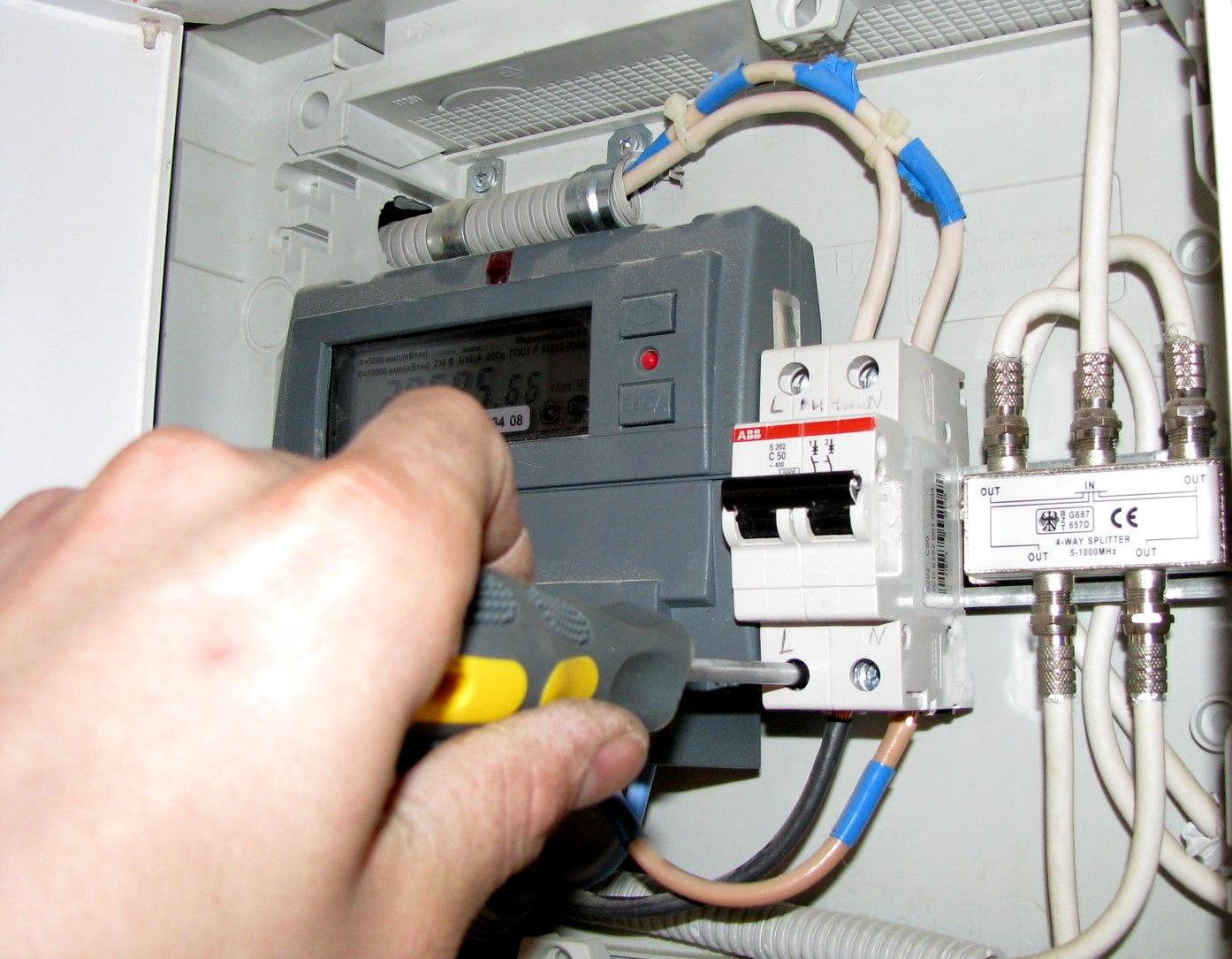 Как работает электросчетчик