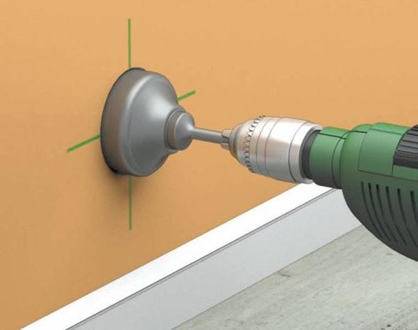 Как сделать в бетонной стене отверстие под розетку